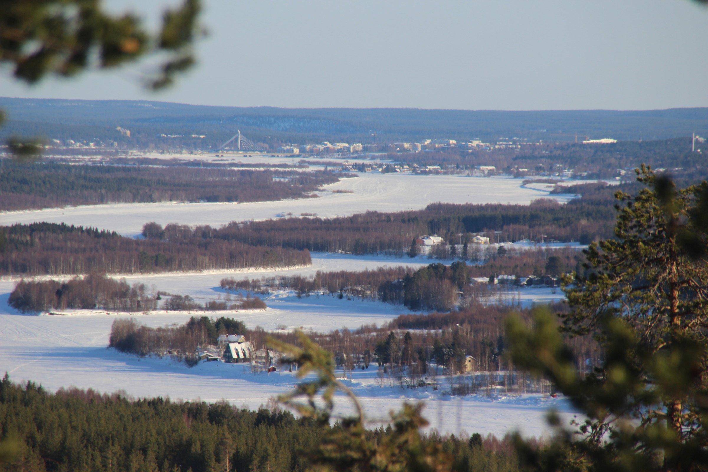 Näkymä Nuuksvaaralta Nivankylään ja kaupunkiin huhtikuussa 2018. (c) Piia Juntunen-Laakso